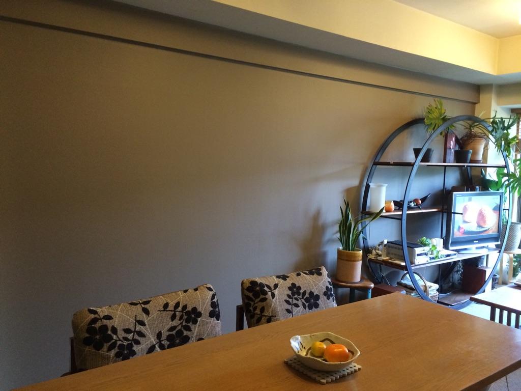 室内の壁を簡単にdiyしたい 壁紙を張る ペンキを塗る どちらが簡単