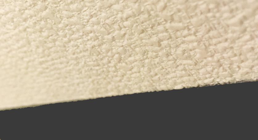 壁紙の上に貼ると少し段差(約0.6㎜)が出ます。