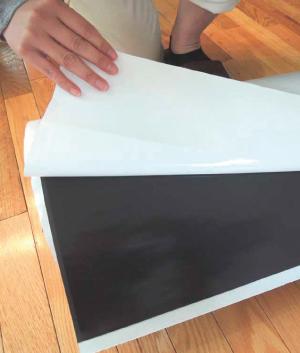 保護フィルムは一気に剥がさず、少し ずつ剥がしながら貼ってください。