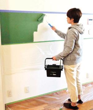 シート表面の色は白色です。お好みの水性ペンキを塗って仕上げてください