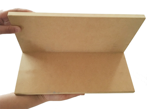 棚などにこの両面テープ付きマグネットを張り、マグカベと合わせて使うと壁が有効活用できます。